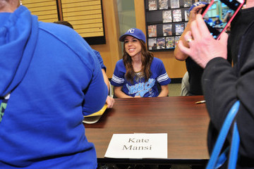 Kate Mansi 'Days of Our Lives' Book Signing - Oak Park Mall Barnes and Noble