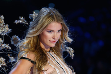 Keke Lindgard Swarovski Sparkles in the 2016 Victoria's Secret Fashion Show