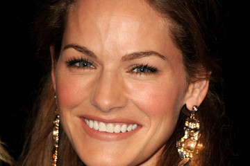 Kelly Overton married