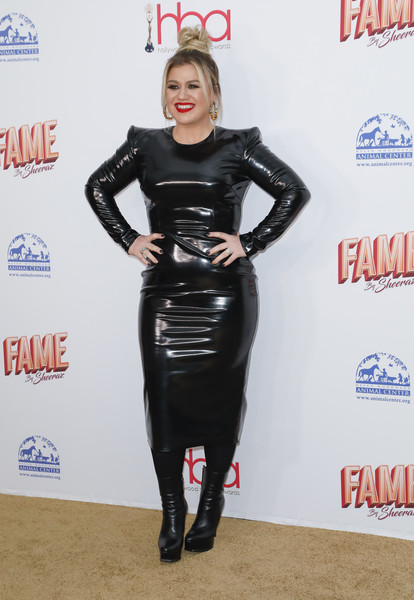 2020 Hollywood Beauty Awards [latex clothing,clothing,dress,latex,footwear,carpet,leg,little black dress,spandex,shoe,kelly clarkson,the taglyan complex,los angeles,california,2020 hollywood beauty awards,kelly clarkson,american idol,taglyan complex,model,celebrity,actor,fashion,singer-songwriter,selena gomez,the voice]