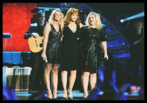 Alternative Views of the American Country Countdown Awards [image,performance,entertainment,music artist,social group,music,event,performing arts,stage,song,singing,reba mcentire,kelly clarkson,miranda lambert,american country countdown awards - alternative view,filters,music city center,nashville,tennessee,american country countdown awards]