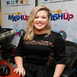 Kelly Clarkson Gets Sirius in NYC