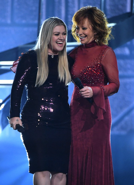 53rd Academy Of Country Music Awards - Show [clothing,dress,lady,fashion,event,electric blue,cocktail dress,long hair,performance,fashion design,kelly clarkson,reba mcentire,nevada,las vegas,mgm grand garden arena,l,academy of country music awards,show]