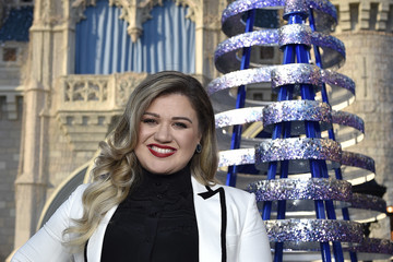 Kelly Clarkson 2016 Disney/ABC Television Group Holiday Specials at Disney Parks