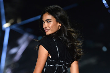Kelly Gale 2018 Victoria's Secret Fashion Show - Runway
