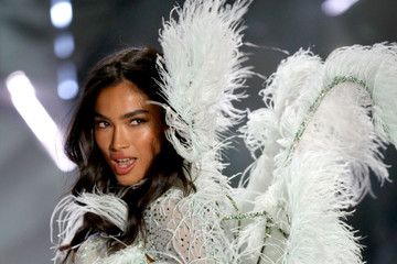 Kelly Gale Swarovski Sparkles In The 2018 Victoria's Secret Fashion Show