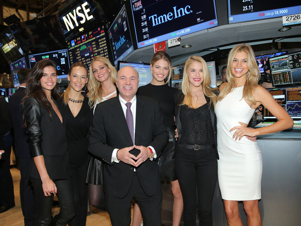 'SI' Swimsuit Models Ring the NYSE Closing Bell [sports illustrated,event,premiere,swimsuit models,kevin o leary,swimsuit models,closing bell,hannah ferguson,si,media personality,l-r,nyse]