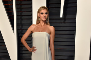Kelly Rohrbach 2017 Vanity Fair Oscar Party Hosted By Graydon Carter - Arrivals