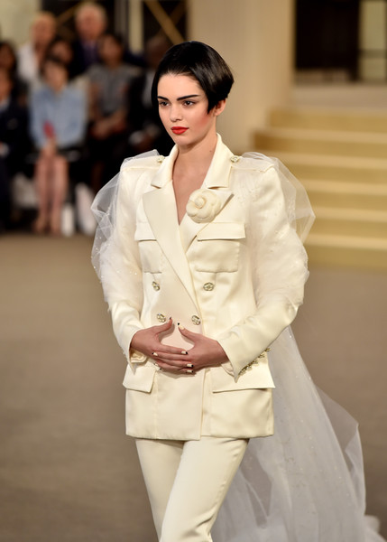 Kendall jenner chanel fashion show 2015