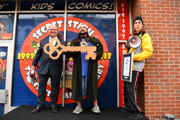 Kevin Smith Comic Book Men Jay and Silent Bob Cosplay Guinness Book of World Records Event