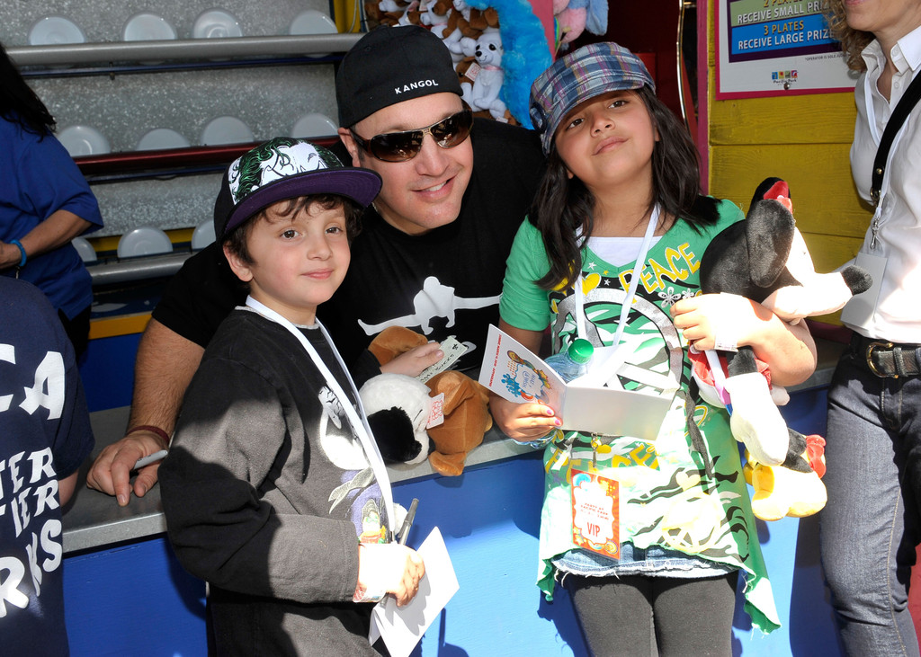 Kevin James Photos Photos   Kevin U0026 Steffiana James And Make A Wish  Foundation Host A Day OF Fun   Zimbio