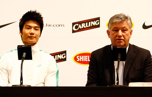 Ki Sung-Yueng Signs For Glasgow Celtic [event,spokesperson,speech,news conference,ki sung-yueng,chief executive,ki sung-yueng signs for glasgow celtic,media,contract,south korean,celtic,club,nike korea,press conference]