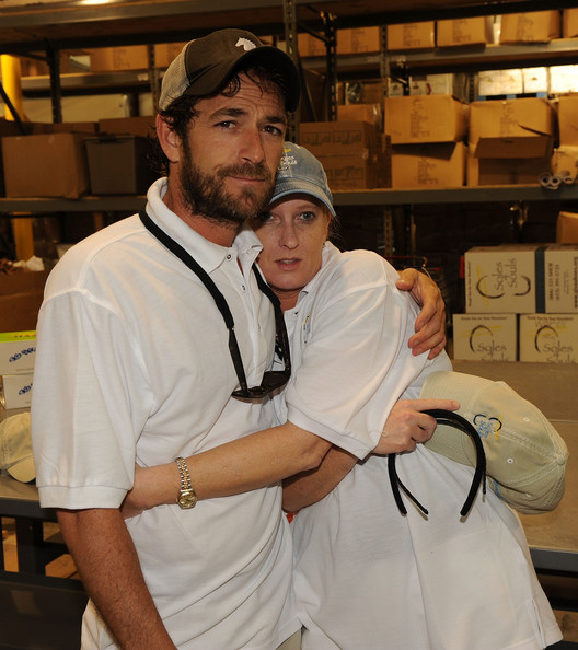 Luke Perry Volunteers With Soles4Souls Helping Nashville's Flood Victims