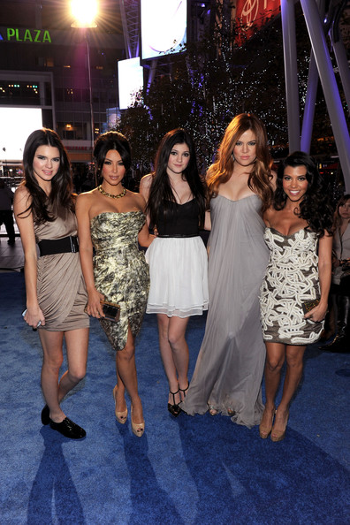 Kim Kardashian Pictures - 2011 People's Choice Awards - Red Carpet ...