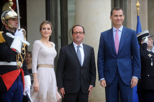 French President Francois Hollande (C) welcomes King Felipe VI of Spain (R) and Queen Letizia of Spain at the Elysee Palace on July 22, 2014 in Paris, France. King Felipe VI and Queen Letizia of Spain are in offical day visit in France.