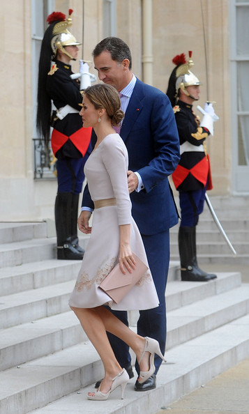 King Felipe VI of Spain and Queen Letizia of Spain arrive at the Elysee Palace on July 22, 2014 in Paris, France. King Felipe VI and Queen Letizia of Spain are in offical day visit in France.