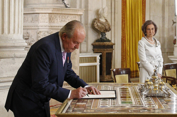 (L-R) King Juan Carlos of Spain, in the presence of Queen Sofia of Spain, signs the abdication documents at the official abdication ceremony at the Royal Palace on June 18, 2014 in Madrid, Spain. King Juan Carlos of Spain's abdication takes effect at midnight local time.