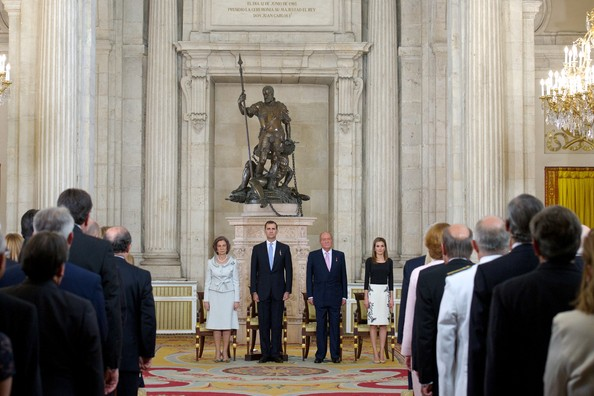(L-R) Queen Sofia of Spain, Prince Felipe of Spain, King Juan Carlos of Spain and Princess Letizia of Spain attend the official abdication ceremony at the Royal Palace on June 18, 2014 in Madrid, Spain.