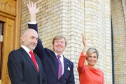 (L-R) President of the Norwegian parliament Dag Terje Andersen, King Willem-Alexander of The Netherlands and Queen Maxima of The Netherlands pose outside the Norwegian parliament Stortinget during the royal couple's official visit to Oslo on October 2, 2013 in Oslo, Norway.