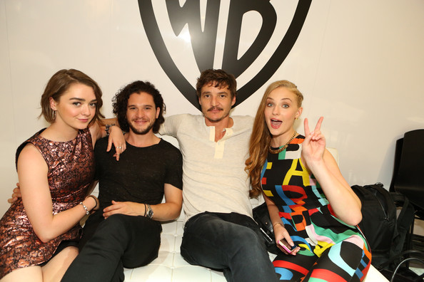 Conventions et autres sorties Kit+Harington+Warner+Bros+Comic+Con+International+6yJYuowmZGVl