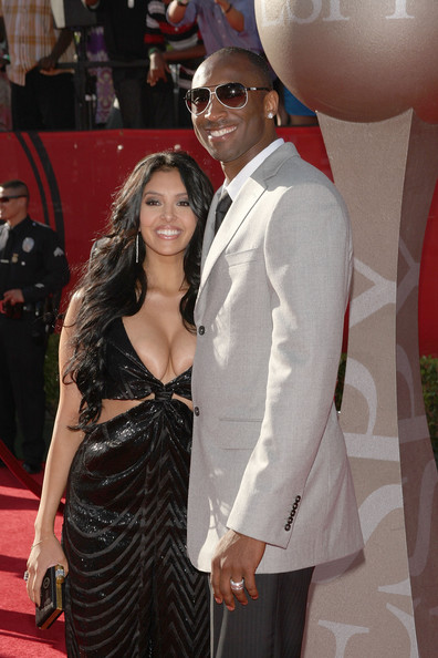 kobe bryant wife wedding ring. kobe bryant wife pics.