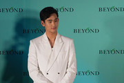 Kim Soo Hyun Arrives in Hong Kong