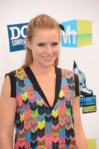 Kristen Bell Actress Kristen Bell arrives at the 2012 Do Something Awards at Barker Hangar on August 19, 2012 in Santa Monica, California.