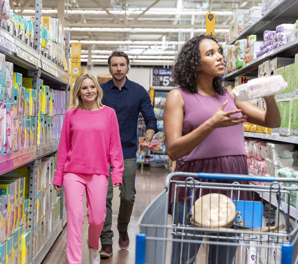 Kristen Bell And Dax Shepard Surprise Expecting Moms While Shopping At Walmart