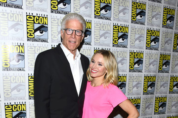 Kristen Bell 2019 Comic-Con International - 'The Good Place' Photo Call