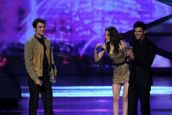 People's Choice Awards 2011 - Página 2 Kristen+Stewart+2011+People+Choice+Awards+kAY9noDdS_zl