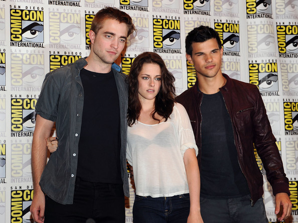 http://www3.pictures.zimbio.com/gi/Kristen+Stewart+Summit+Entertainment+Presents+Be4wSlLw4Jel.jpg