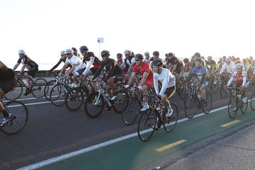 Lance Armstrong Lance Armstrong Rides With Auckland Locals