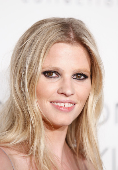 Lara Stone is Pregnant! Behold, Gorgeous Photos of Lara Stone