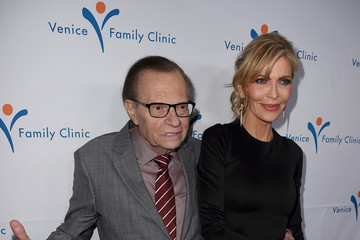 Larry King Venice Family Clinic Silver Circle Gala 2016 Honoring Brett Ratner and Bill Flumenbaum - Red Carpet