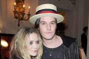 """Mary-Kate Olsen (L) and Nate Lowman (R) attend the launch of new Jewellery collection """"NEREE for ERE"""" by Repossi at the Ritz Hotel on October 7, 2009 in Paris, France."""