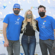 Lawrence Zarian Stars Deliver 1,900 Meals For Project Angel Food
