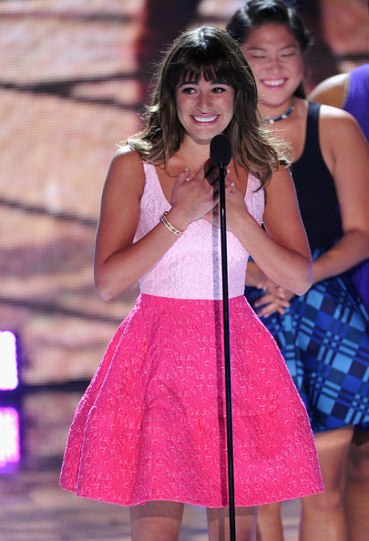 """Lea Michele Actresses Lea Michele (L) and Jenna Ushkowitz accept Choice TV Show: Comedy award for """"Glee"""" onstage during the Teen Choice Awards 2013 at Gibson Amphitheatre on August 11, 2013 in Universal City, California."""