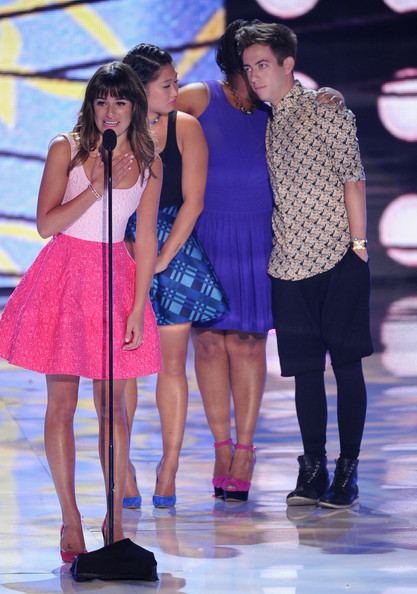 "Lea Michele (L-R) Actors Lea Michele, Jenna Ushkowitz, Amber Riley and Kevin McHale accept Choice TV Show: Comedy award for ""Glee"" onstage during the Teen Choice Awards 2013 at Gibson Amphitheatre on August 11, 2013 in Universal City, California."