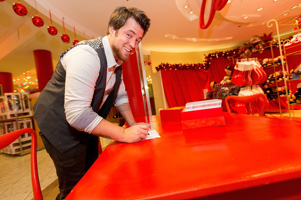 Lee DeWyze Lee DeWyze Attends Macy 39 S Great Tree Lighting With Ryan Seacre