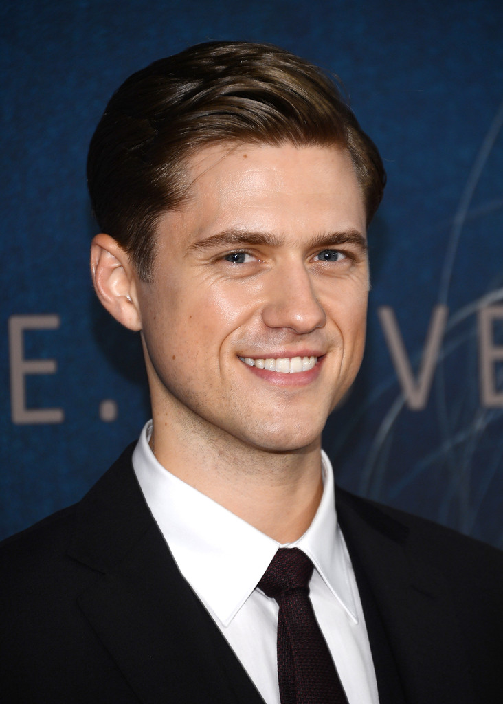Aaron Tveit Aaron Tveit Photos quot Les