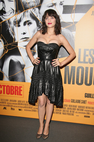Marion Cotillard attends 'Les Petits Mouchoirs' Paris premiere at Cinema UGC Normandie on October 14, 2010 in Paris, France.