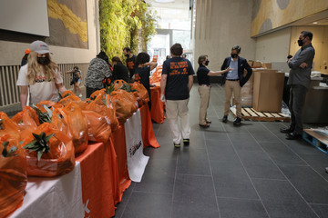 Leslie Gordon Food Bank For New York City Continues Hunger Action Month 5 Borough Pop Up Tour At Lincoln Center In Manhattan In Partnership With GrubHub And Disney VoluntEARS