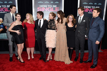 Leslie Mann Alison Brie 'How To Be Single' New York Premiere - Red Carpet