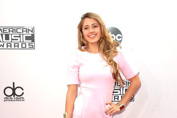 Lia Marie Johnson Arrivals at the American Music Awards — Part 3