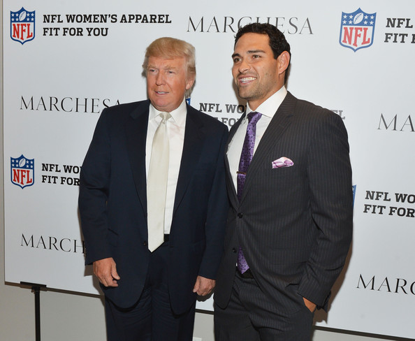 ¿Cuánto mide Donald Trump? - Estatura real y peso - Real height and weight Limited+Edition+Marchesa+NFL+Collaboration+rng2GcxbnM1l