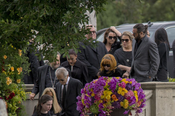 Linda Ramone Chris Cornell Is Laid to Rest at the Hollywood Forever Cemetery