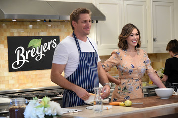 Lindsay Price Chef Curtis Stone and Lindsay Price Stone Celebrate Breyers and its 150th Birthday with Cooking Class