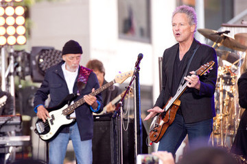 Lindsey Buckingham Fleetwood Mac Performs in NYC
