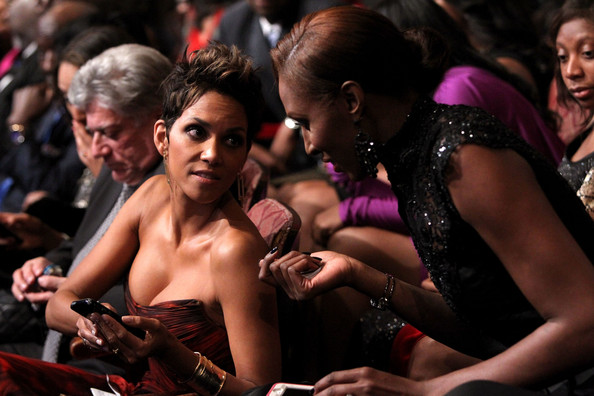 Halle berry dating 2013