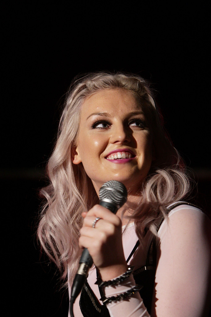 Perrie Edwards Photos Photos - 'Little Mix' Perform For ... Perrie Edwards With Fans
